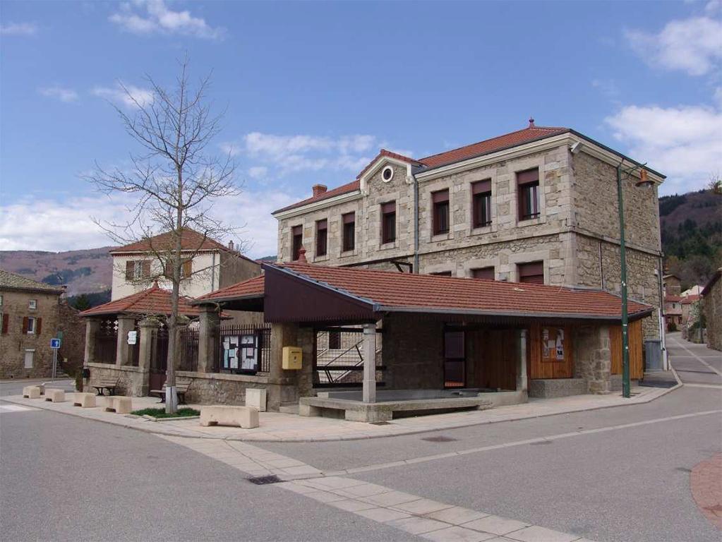 Réhabilitation du bâtiment de la Mairie et mise aux normes d'accessibilité.